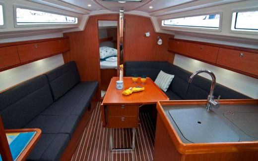 Sailboat Bavaria 33 Cruiser