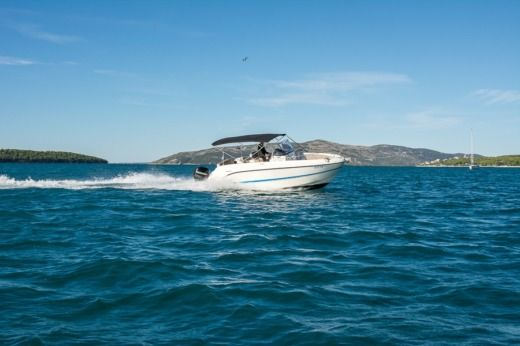 Motorboat Quicksilver Activ 805 Open for rental