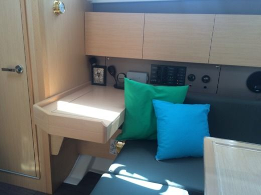 Sailboat Beneteau Oceanis 38 peer-to-peer