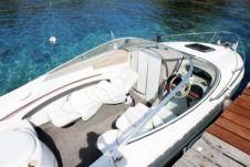 Charter Bayliner Capri Cuddy Ls 2052 in Le Lavandou - Click&Boat