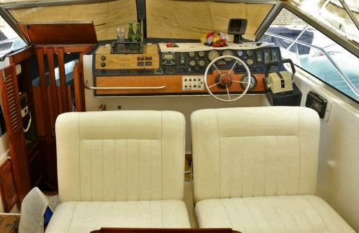Motorboat SUNSEEKER Offshore Sport Cruiser 31 for hire
