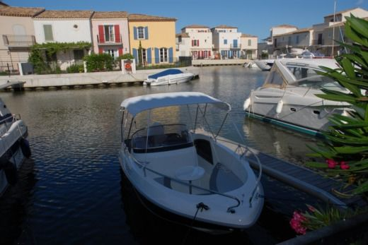 Banta Star-Ship 460 - 6Cv - (Sans Licence) in Aigues-Mortes for hire