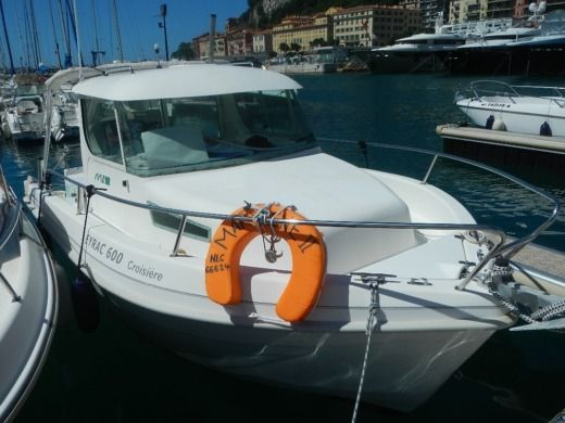 Motorboat MERRY NAUTIC EYRAC 600 CROISIERE for hire