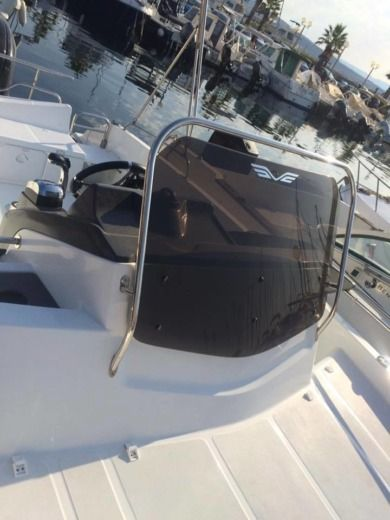 Motorboat JEANNEAU Flyer 600 for hire