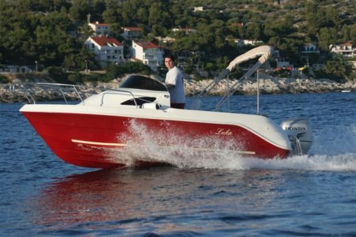 Sport Mare Luka in Hvar for hire