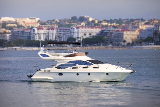 Azimut 43 Fly in Cannes