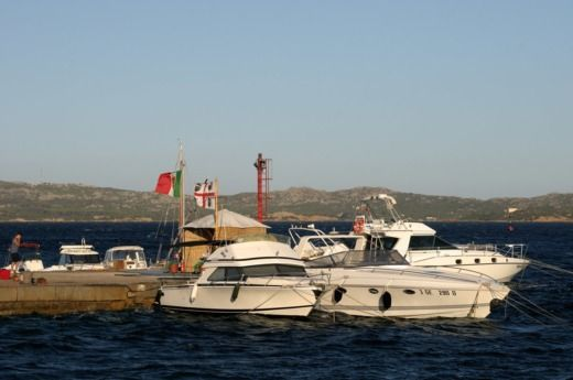 Charter motorboat in La Madalena peer-to-peer
