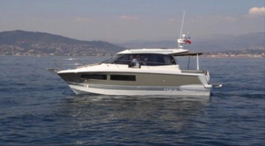 JEANNEAU NC 9 in Hyères for hire