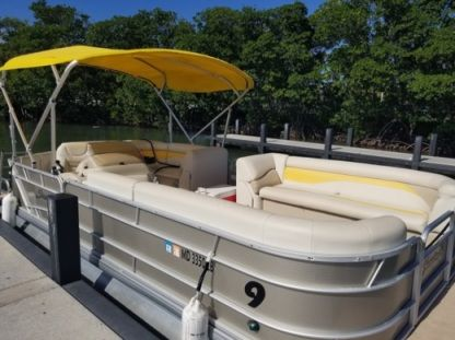 Rental Motorboat Sweetwater  Pontoon Sweetwater 2486 Miami