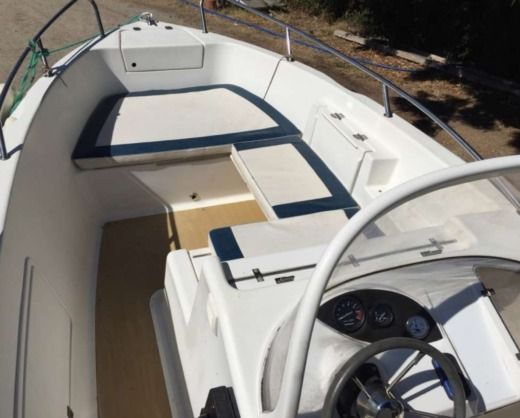 Charter motorboat in Salon-de-Provence peer-to-peer