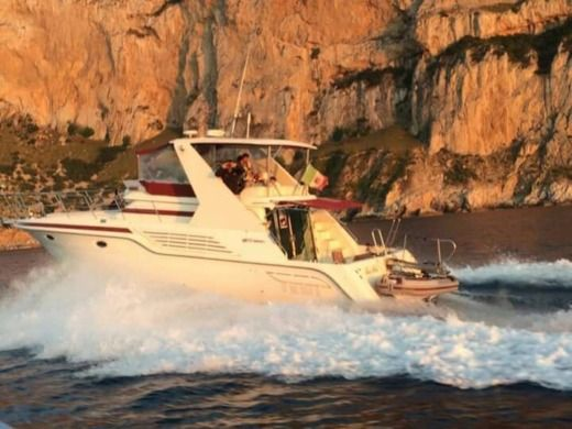American Cruiser 42.80 Flybridge in Palermo for hire