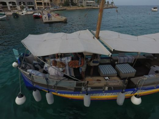 Traditional Maltese Boat Luxury Luzzu en Malte en alquiler