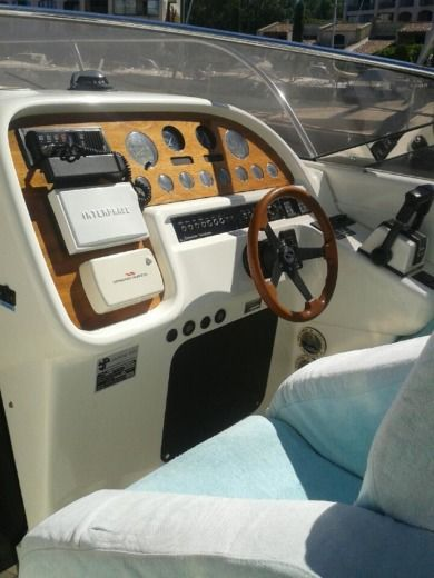 Motorboat Sunseeker Tomahawk 37 for hire