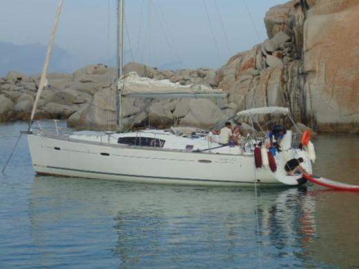 Sailboat BENETEAU Oceanis 43 for hire