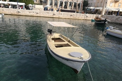Hire Motorboat Pasara 5 HP Hvar