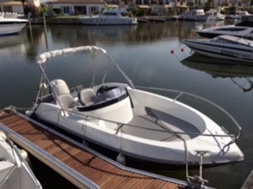 Charter motorboat in Aigues-Mortes peer-to-peer