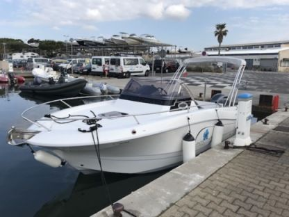 Rental Motorboat Pacific Craft 650 Sun Cruiser Hyères
