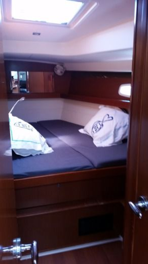 Sailboat BENETEAU OCEANIS 50.5 for hire