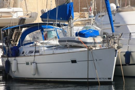 Beneteau Oceanis 423 in Malta for hire