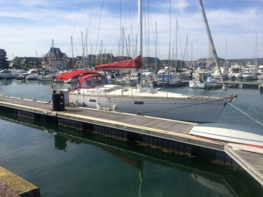 BENETEAU Océanis 430 in Deauville for hire