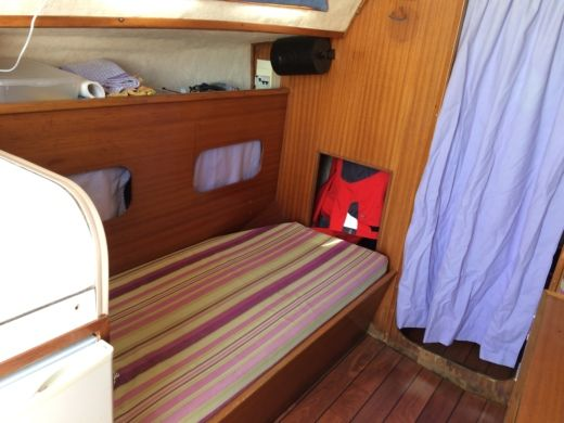 Sailboat Jeanneau Poker Dinette for hire