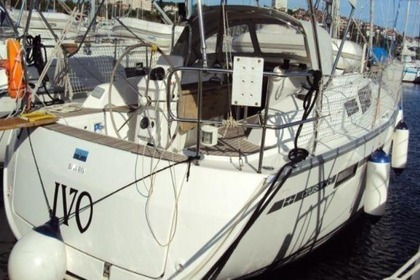 Hire Sailboat BAVARIA 33 CRUISER Pula