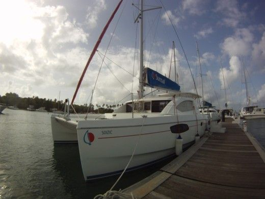 Robertson And Caine Léopard 38 in St Lucia Dr for hire