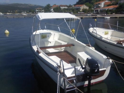 Charter motorboat in Rab peer-to-peer