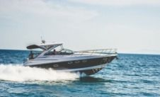 Motorboat Regal 4060 Commodore for hire