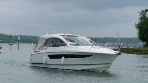 Jeanneau Leader 10 in St-Malo for hire