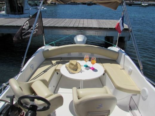 Beneteau Flyer 650 Sun Deck a Cannes tra privati