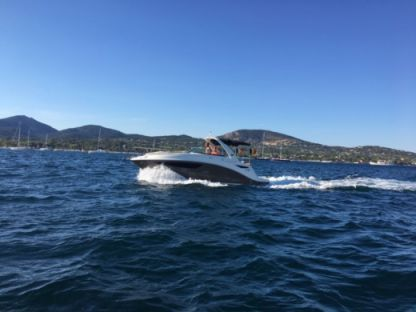 Charter Motorboat Sea Ray Sundancer 265 Port Grimaud