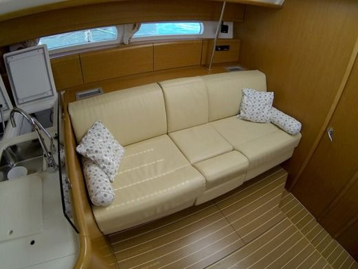Sailboat Jeanneau 53 for hire