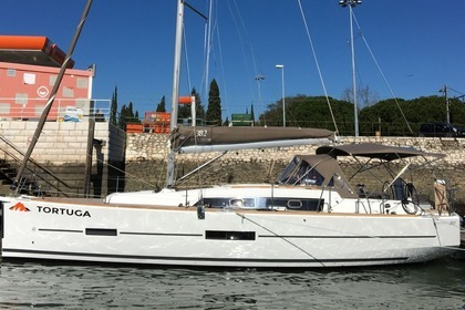 Charter Sailboat DUFOUR 382 GL Lanzarote