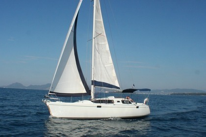 Hire Sailboat Kirie - Feeling 326 Cannes