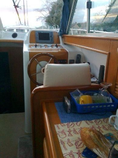 Motorboat Beneteau 10.80 Avec Fly for hire