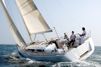 Hire Sailboat DUFOUR 450 Grimaud