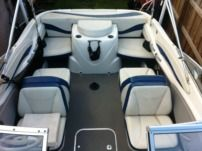 Motorboat Bayliner 212Cu for rental