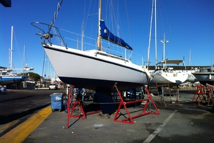 Hire Sailboat YACHTING FRANCE JOUET 27 Le Grau-du-Roi