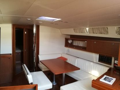 Charter Sailboat Beneteau Oceanis 45 Bar