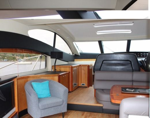 Motorboat Sunseeker Predator 62 for hire