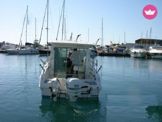 Charter motorboat in Tarente peer-to-peer