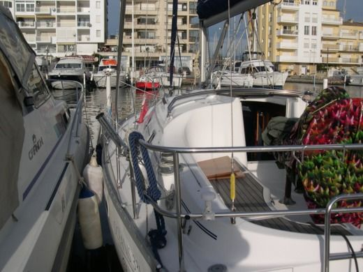 Sailboat Beneteau Oceanis Clipper 331 peer-to-peer