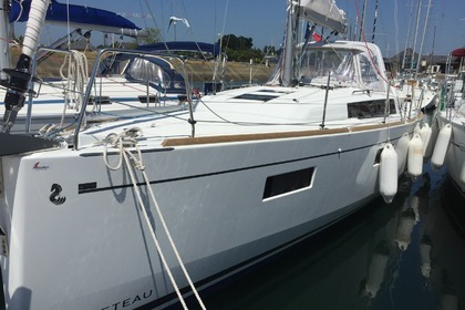 Rental Sailboat BENETEAU OCEANIS 38.1 Arzon