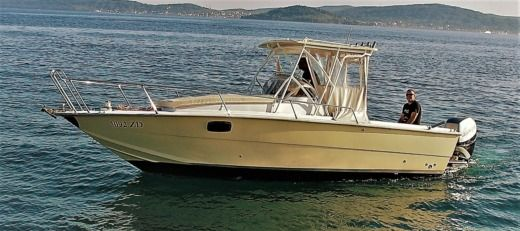Motorboat Cantiere Canali 25 Custom for hire