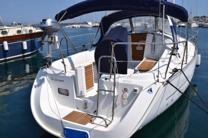 Rental Sailboat Beneteau Oceanis 323 Carloforte