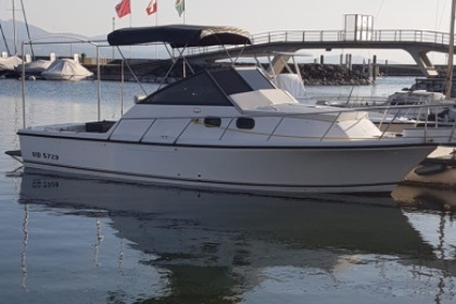 Hire Motorboat Shamrock 260 Express Lausanne
