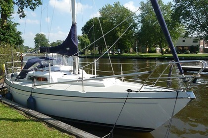Hire Sailboat Victoire 822 Sneek