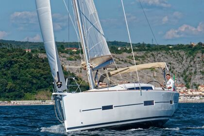 Hire Sailboat DUFOUR 412 GL Liberty - WALK ON THE MOON Sint Maarten