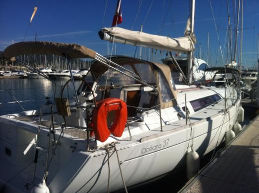 BENETEAU Oceanis 37 in Saint-Mandrier-sur-Mer for hire